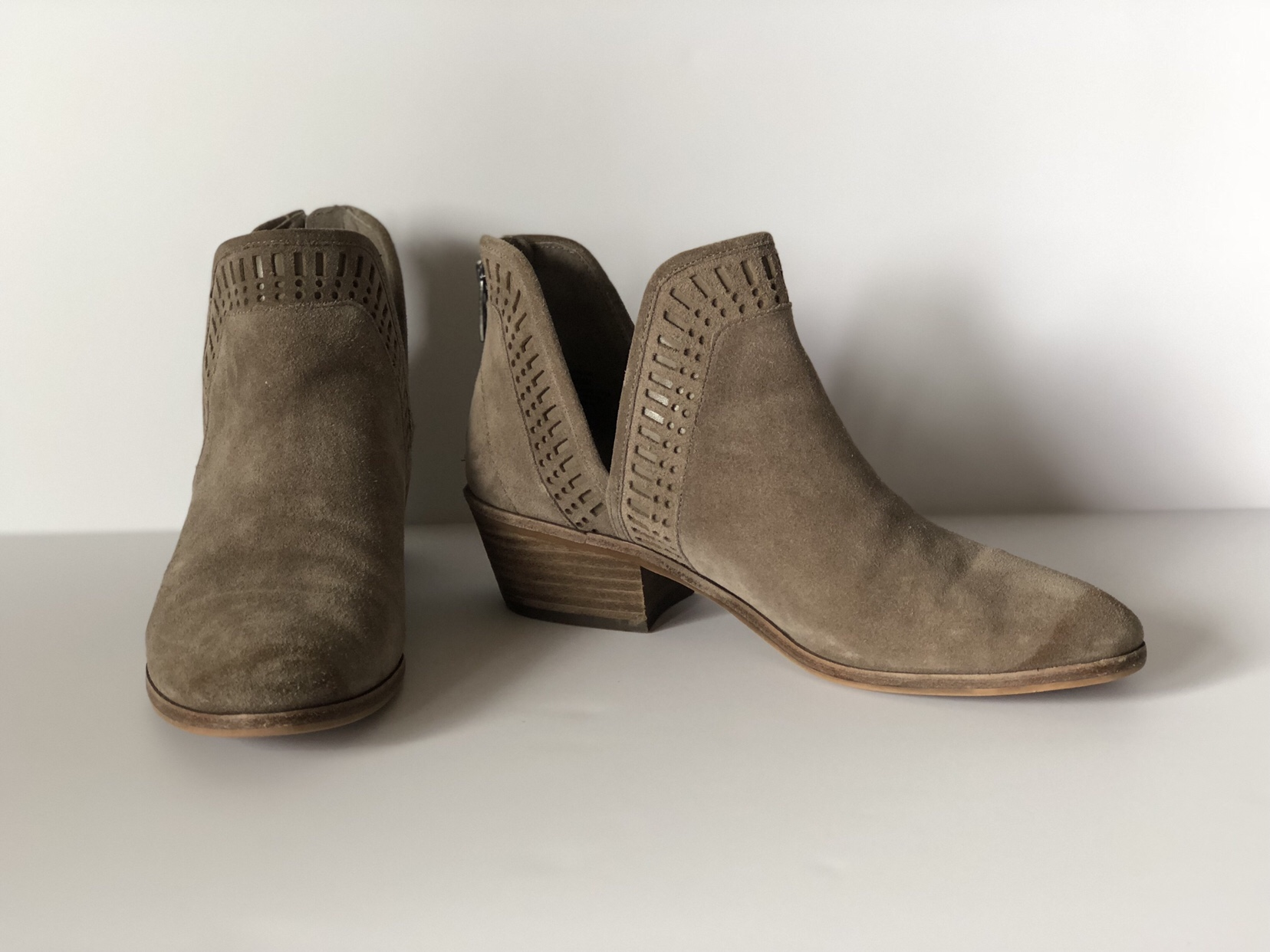 Suede taupe low cut V booties